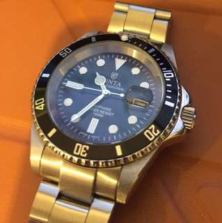 Cinta Submariner Watch 鑼絲錶的 石英錶 Stainless steel made 98%new Case size 40mm The crown screws into the case to ensure water resistance