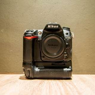 Nikon D7000 + Meike Vertical Grip
