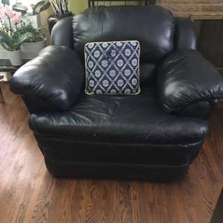 Single seat leather couch
