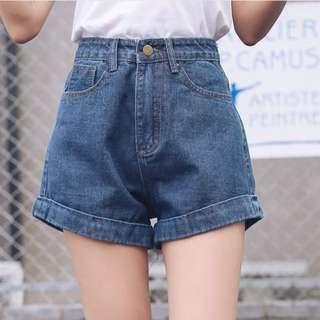 高腰素面捲邊牛仔短褲