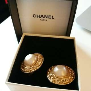 Chanel vintage Earring