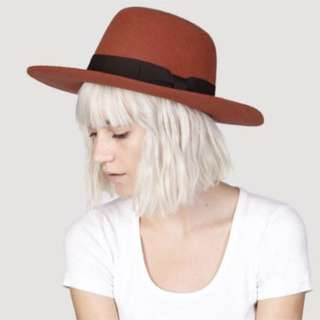 LOOKING FOR A STIFF FEDORA HAT
