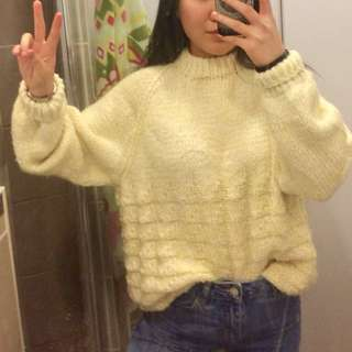 ✨BABY YELLOW SWEATER✨