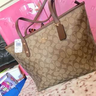 Authentic Coach Zip City Tote Bag for ladies fresh from US🇺🇸💯