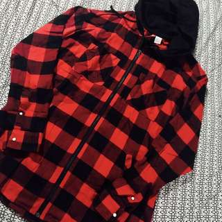H&M DIVIDED Zip red flannel with hood