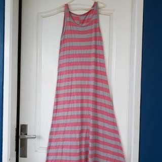 Long dress sleeveless . Dress tanpa lengan