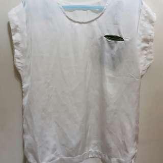 珍珠白微袖上衣
