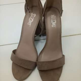 Reprice Heels Payless Size 40