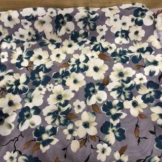 Kerudung segi 4 maxmara motif bunga ungu