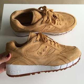 (全新)Saucony 麂皮布鞋