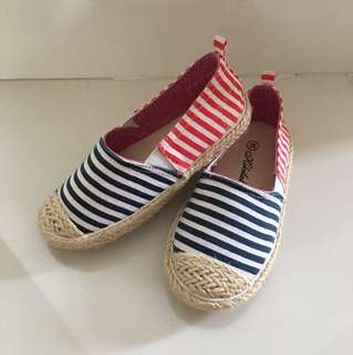 Red blue strap cloth shoe