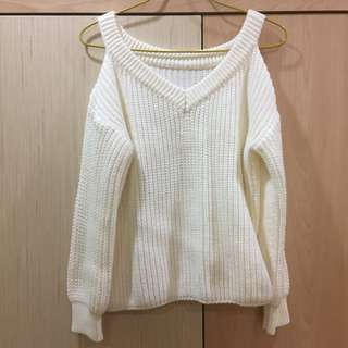 Off-shoulder knitted top