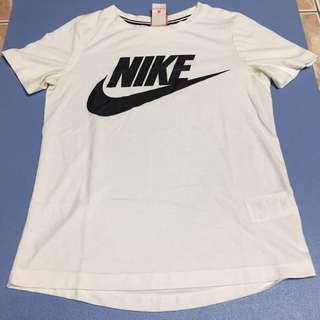 🚚 Nike T