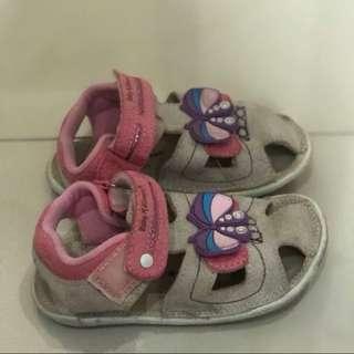 Sepatu anak cewek size 26 untuk usia 3 tahun