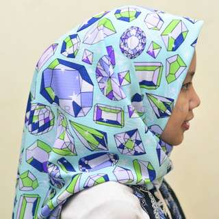 Hijab wanita blue diamond motif