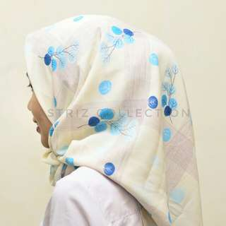 Hijab segiempat soft cream cherry motif