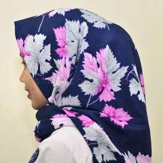 Hijab segiempat navy leaf motif