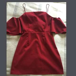 Shoulder dress red