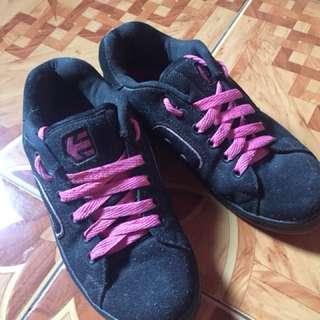 Etnies skater shoes/worn twice