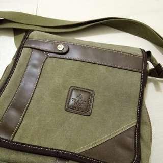 Travel fox側背包 保證正品 購於實體專櫃