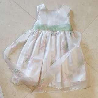 White sleeveless evening gown for girl