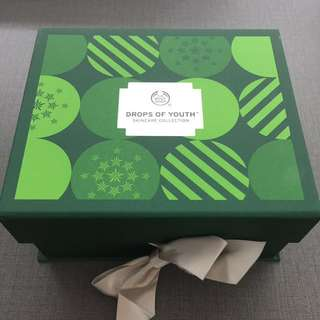 The Body Shop Gift Set drops of youth