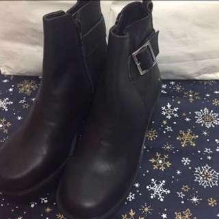 I.T Windsorsmith 黑皮短靴