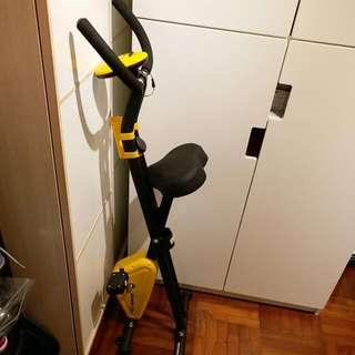 健身單車 (9成新,買了一個月)