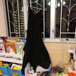 黑色長裙,有彈性。