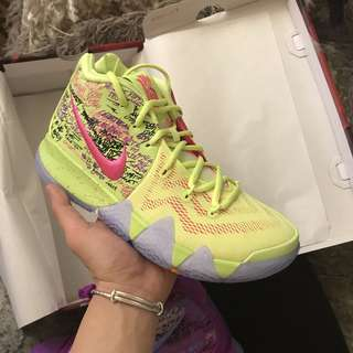 Nike Kyrie 4 耐克歐文4代鴛鴦籃球鞋正品 AJ1691-900