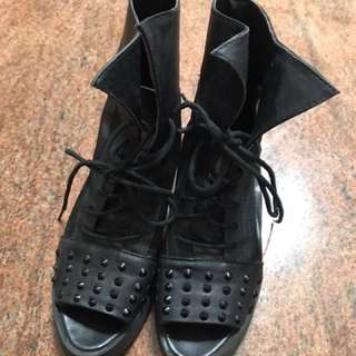 🚚 韓版時尚黑色卯釘涼鞋