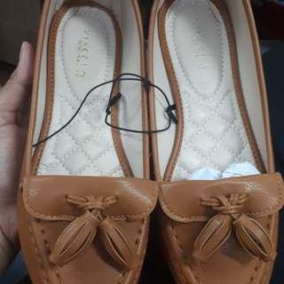 Brand New VNC / VINCCI tassel brown