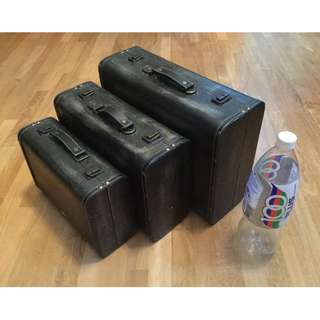 Vintage-styled set of 3 Decorative Briefcase/Suitcase