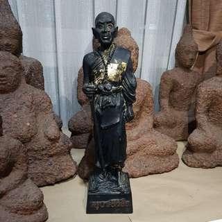Kruba srivichai statue