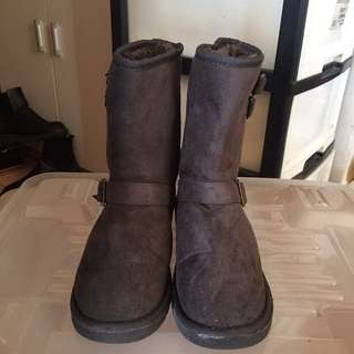 Grey winter boots
