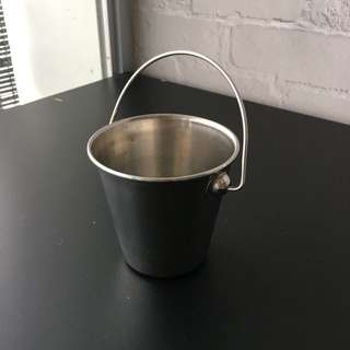 Small metal buckets (33 sets)