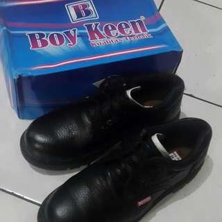 sepatu safety ujung besi kulit asli boyken kr02