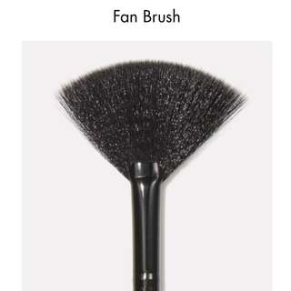 e.l.f. elf Fan Brush