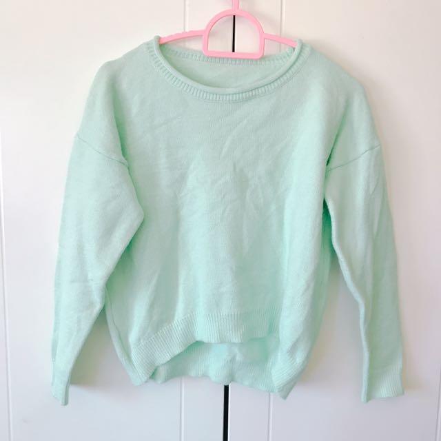 淺綠捲邊針織毛衣