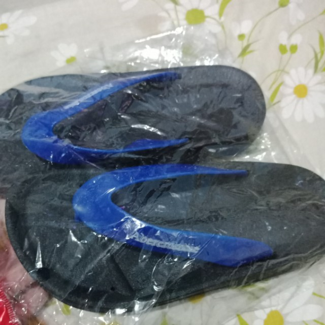 Abercrombie Slippers Size 31