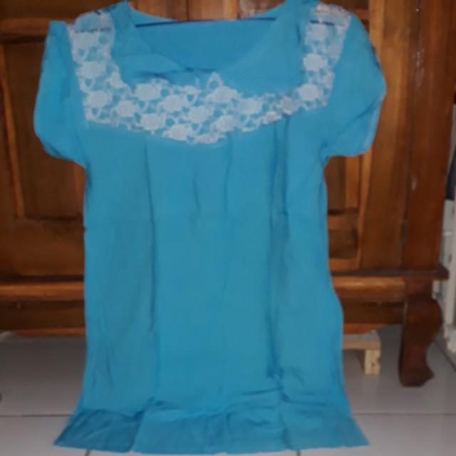 Atasan biru renda