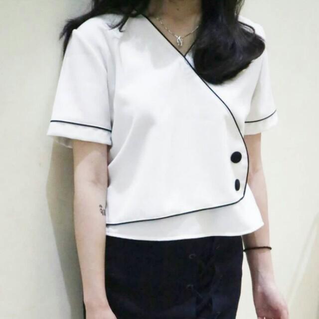 Button white top