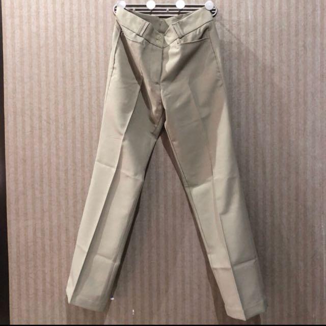 Celana kerja warna coklat khaki size M merk Career Woman