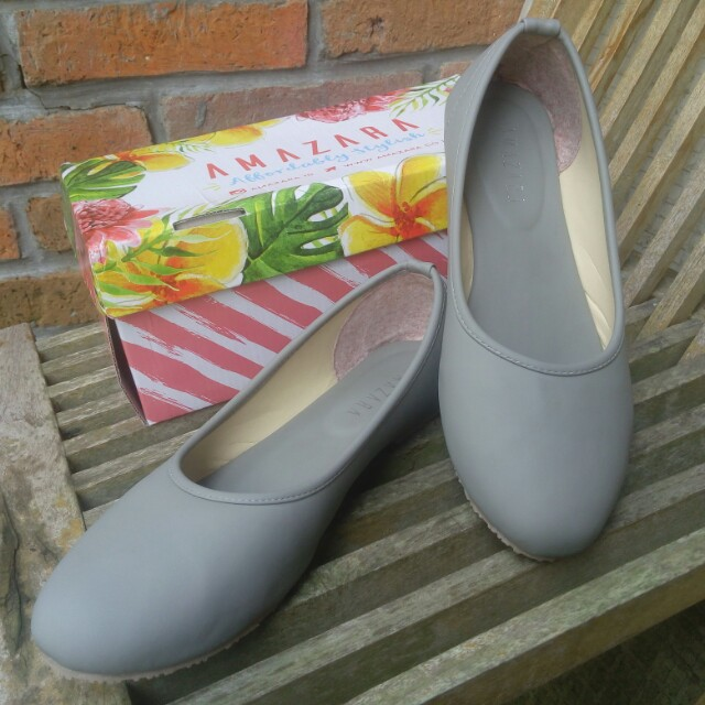 Selena Flat Shoes from Amazara