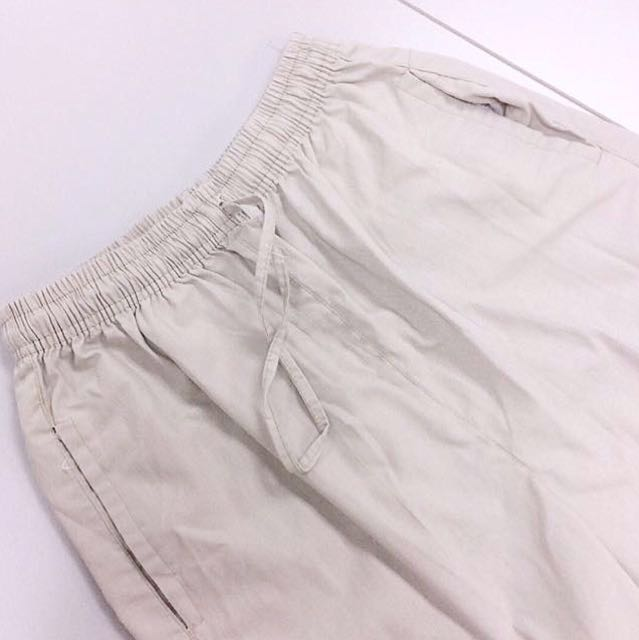 [FREE WITH ANY PURCHASE] Men's Utility Shorts.