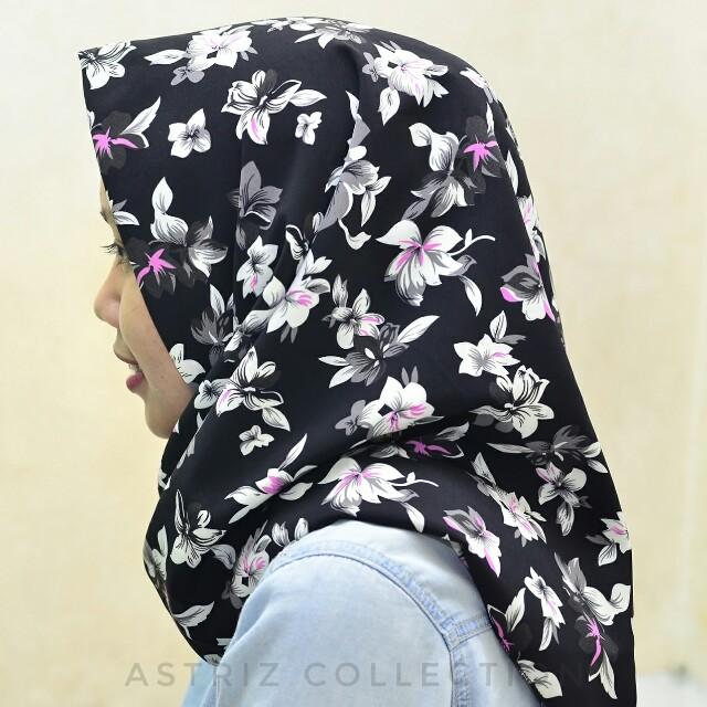 Hijab segiempat black flower motif