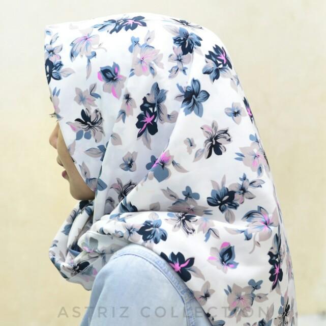 Hijab segiempat white flower motif