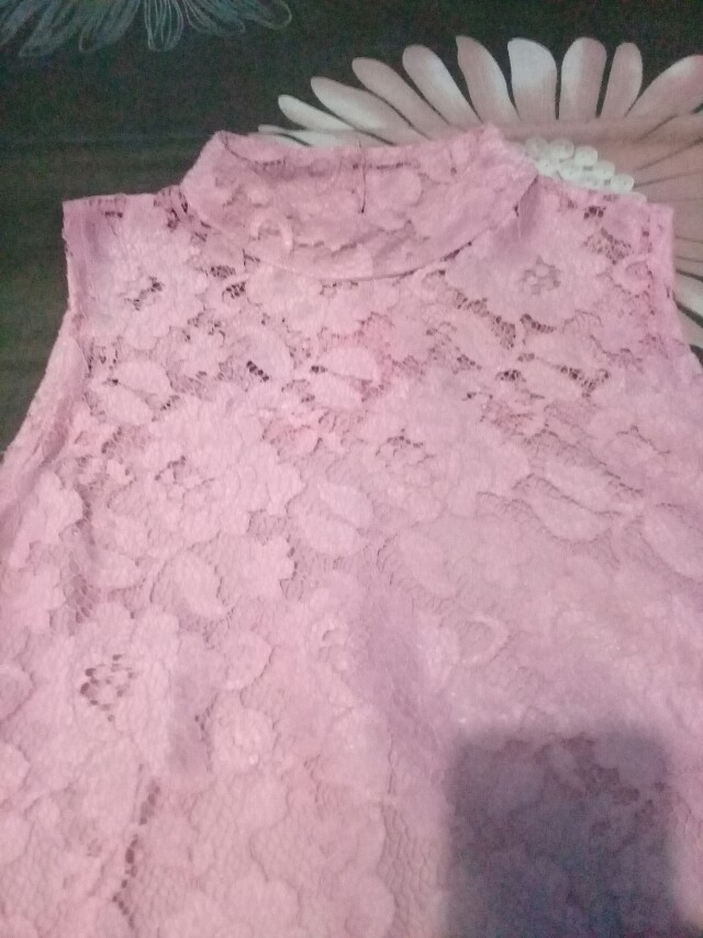 Kebaya Brukat Pink Tanpa Lengan
