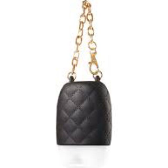 LOOKING FOR BLACK AND/OR QUTED POCKETBAC HOLDER