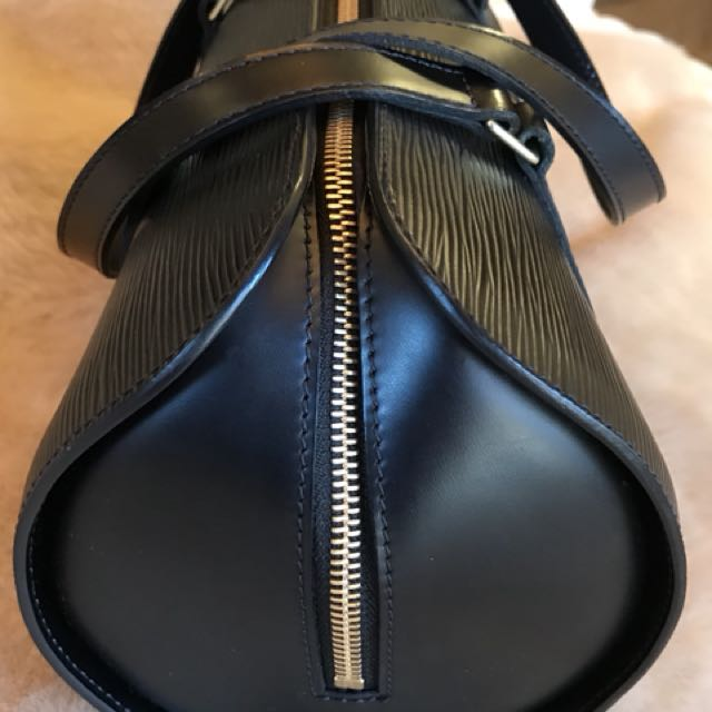 Louis Vuitton soufflot épi leather noir
